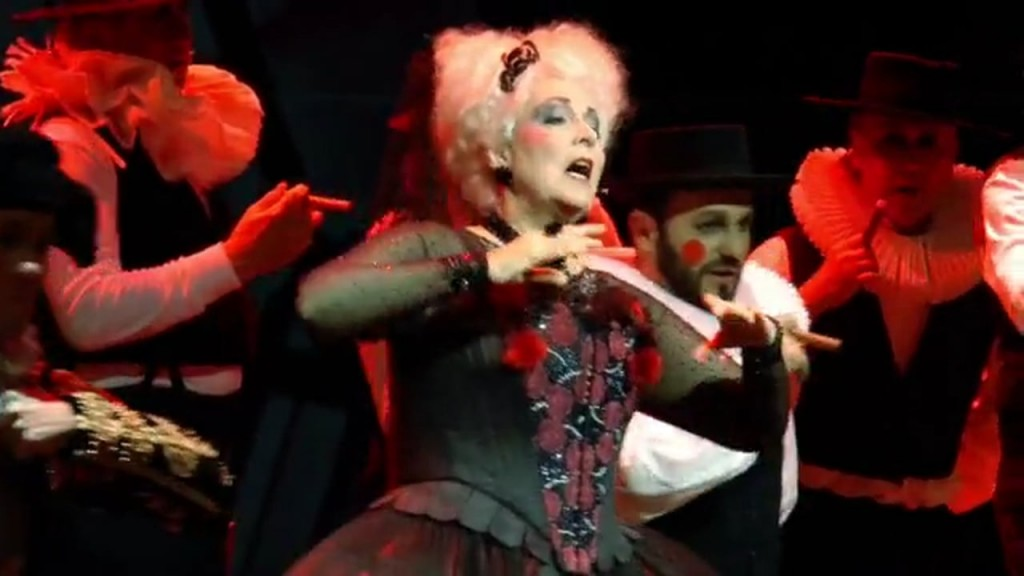 The Old Lady in the 2015 production by Staatsoper Hannover (Screen capture, Vimeo)