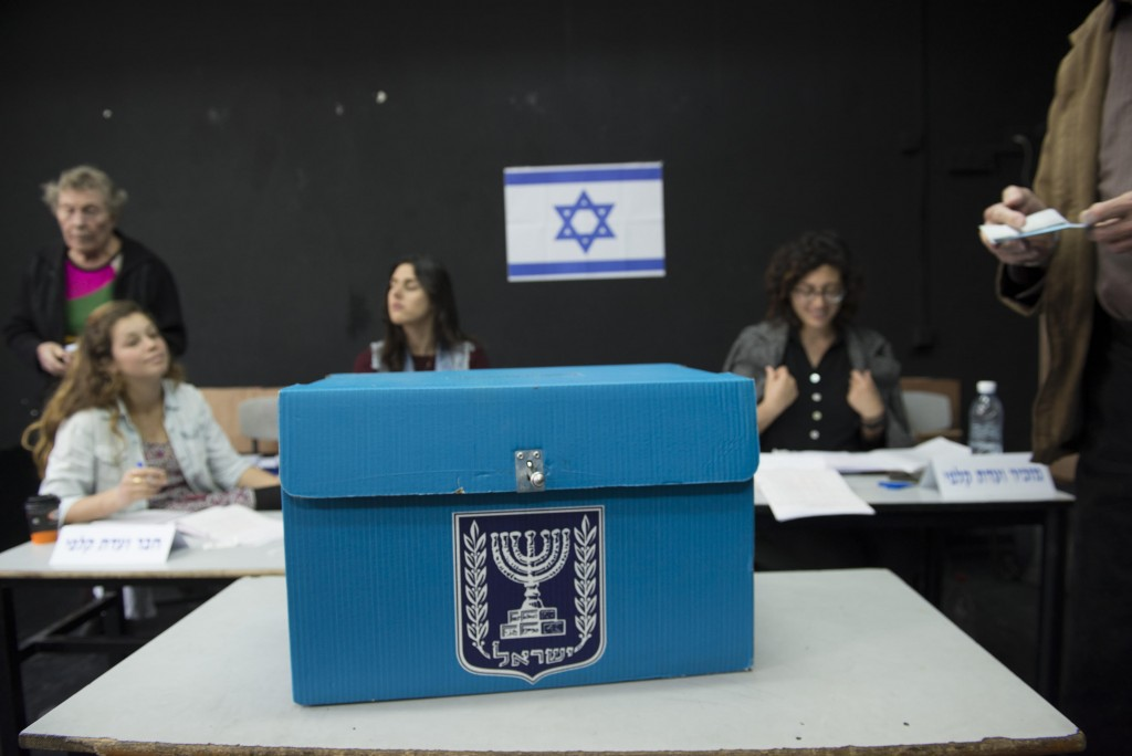 A ballot box at a polling station in Tel Aviv, March 17, 2015. (Danielle Shitrit/Flash90)