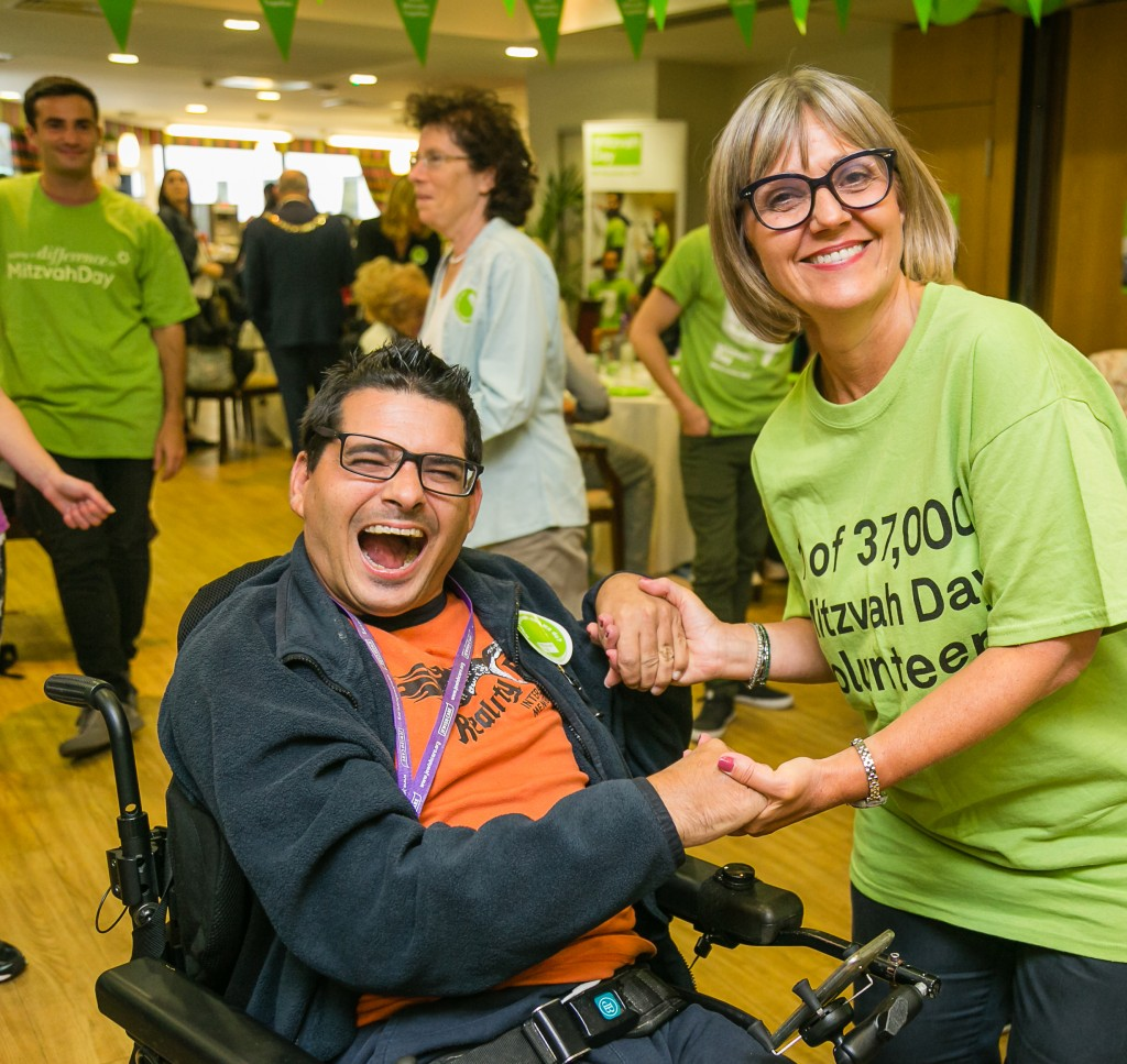 Mitzvah Day's Laura Marks (right) Photo by Yakir Zur