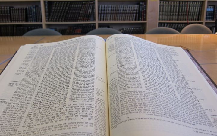 photo of interior of Talmud Avodah Zarah