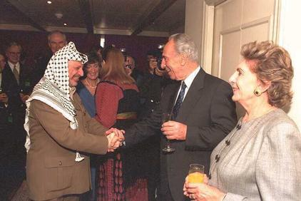 'Tunisian-exported PLO muscle.' Shimon Peres greets Yasser Arafat (GPO)