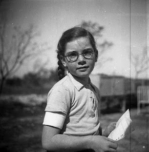 A girl at Kibbutz Shaar Hanegev. Date unknown. From the collection of Gideon Shiftan. (Courtesy: Nadav Mann/Bitmuna)