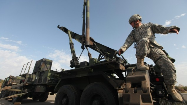 US Army officers stand at a Patriot anti-missile battery site during a joint Israeli-US air-defense exercise in Tel Aviv in 2009. (photo credit: Ziv Koren/Flash90)