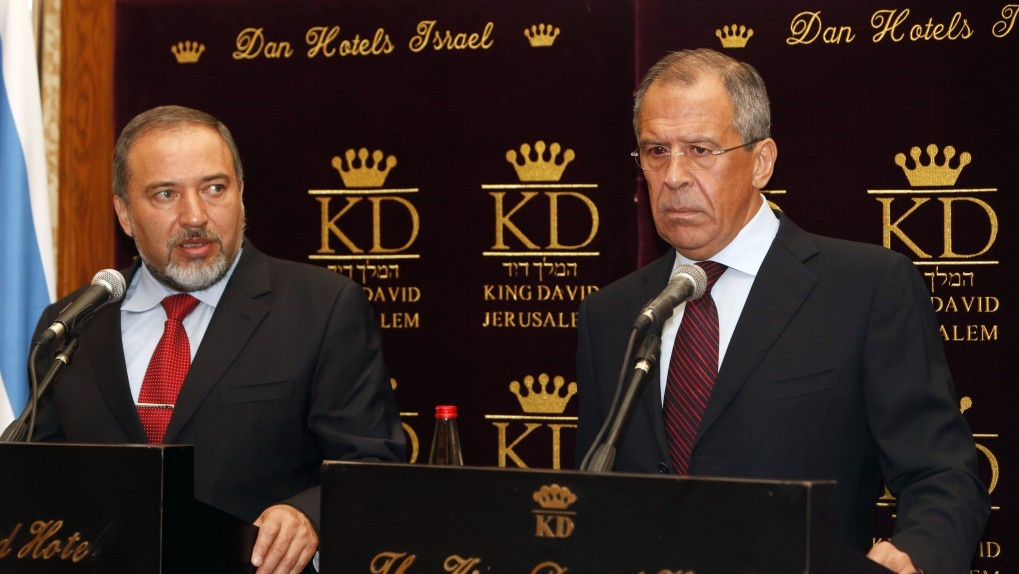 Russian Foreign Minister Sergey Lavrov (right) meets with his Israeli counterpart, Avigdor Lieberman, in Jerusalem (photo credit: Miriam Alster/Flash90)