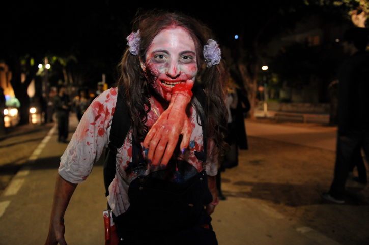A zombie has a hand with her costume (photo credit: Gili Yaari / Flash 90)