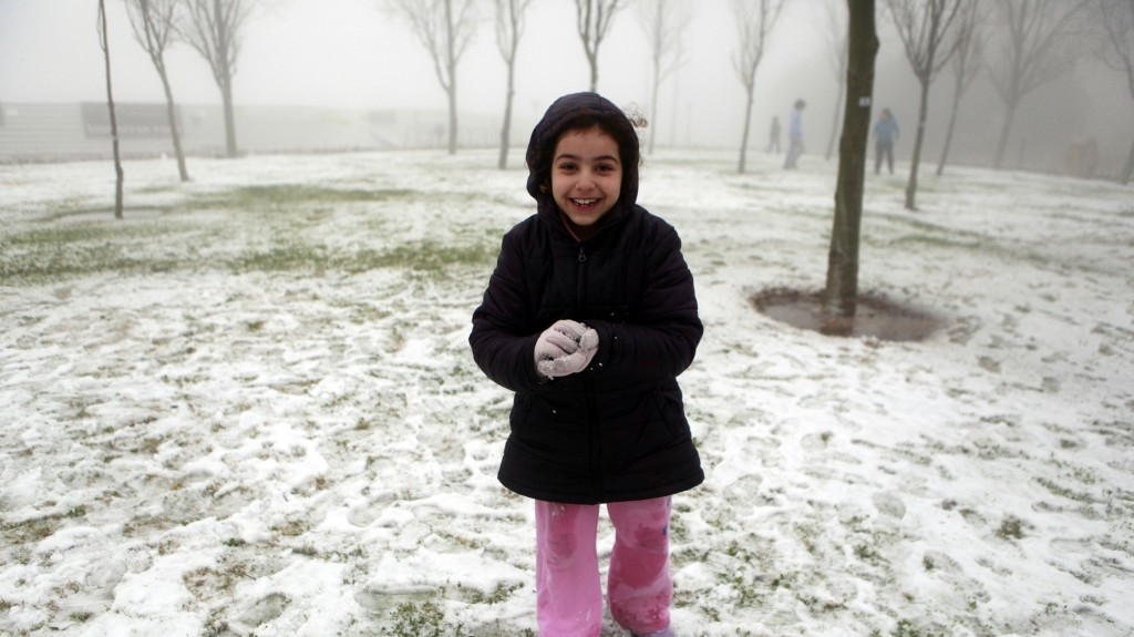 A young Israeli playing in the snow in the Gilo neighborhood of Jerusalem. (photo credit: Uri Lenz/Flash90)