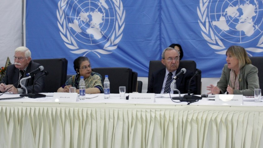 Judge Richard Goldstone (second from right) and Christine Chinkin (right) at public hearings in 2009 about alleged Israeli violations committed during Operation Cast Lead. (photo credit: UN/Flash 90)
