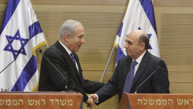 Prime minister Benjamin Netanyahu and  Kadima chairman Shaul Mofaz during their joint press conference Tuesday (Miriam Alster/Flash90)