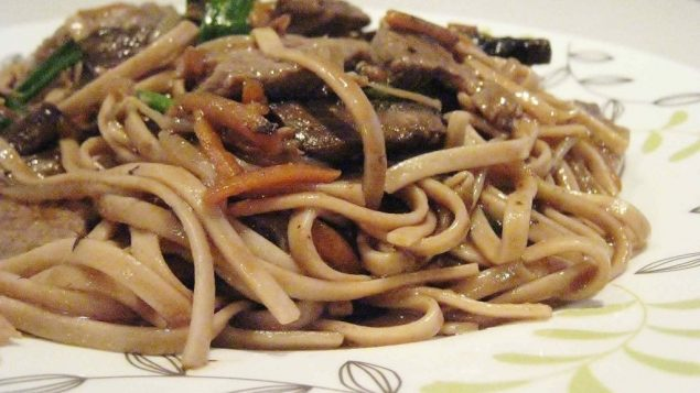 Beef lo mein. Photo by Amy Spiro