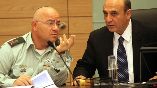 Deputy Chief of Staff Maj. Gen. Yair Naveh (left) and Kadima MK Shaul Mofaz in February. (photo credit: Yossi Zamir/Flash 90)