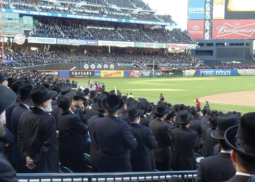 Haredim filled Citi Field in New York to learn about the dangers of the Internet
