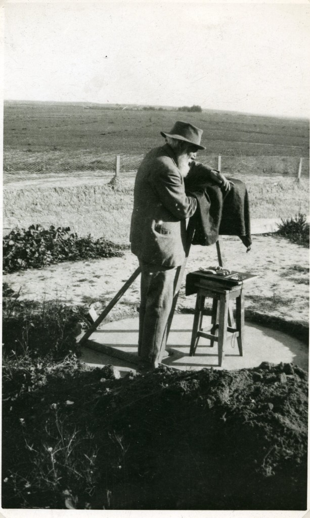 """Petrie with his famous """"biscuit-tin camera"""" at Tel al-Ajjul, Gaza, 1933. (photo credit: Courtesy of the Petrie Museum of Egyptian Archaeology, London)"""