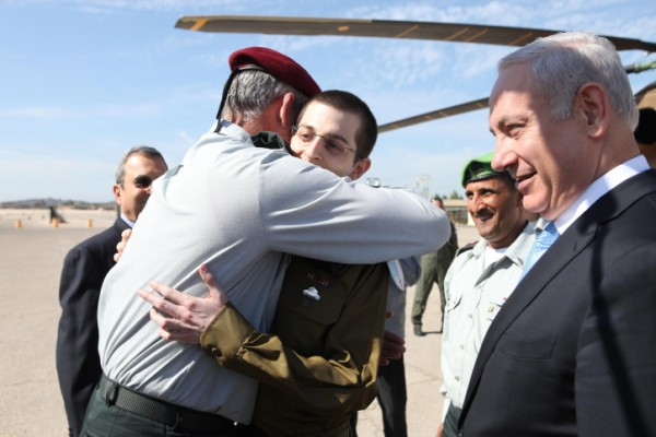 Lt. Gen. Benny Gantz hugging Gilad Shalit on the day of his release from captivity (Photo credit: IDF Spokesperson/ Flash 90)