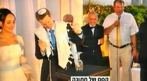 Sense artist Asaf Solomon breaks the glass at his wedding with the power of telekinesis (image capture: Channel 2 News)