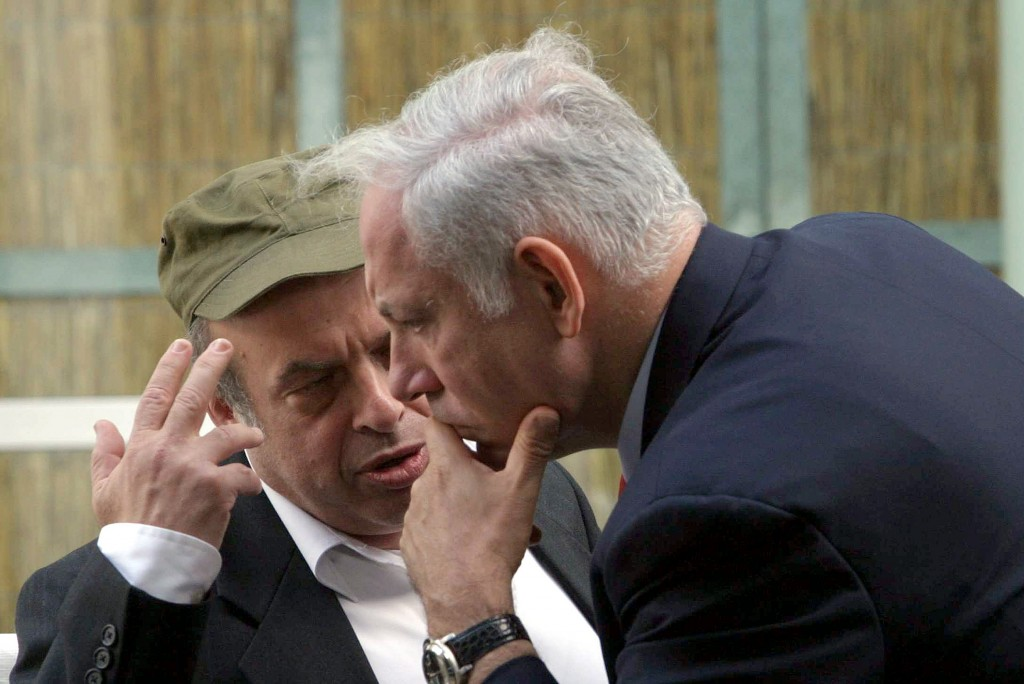 Natan Sharansky and Benjamin Netanyahu in 2006 (photo credit: Alex Kolomoisky/Flash90)