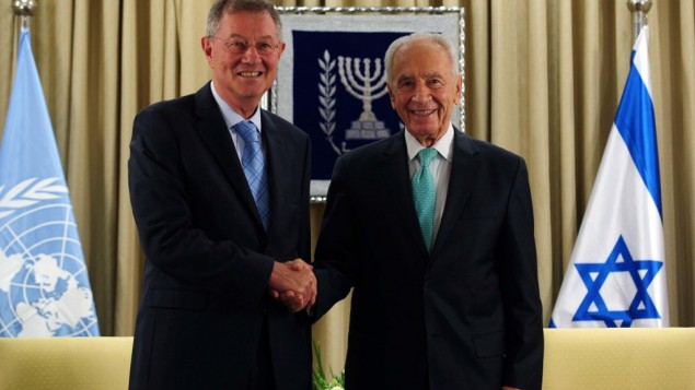 President Peres shakes hands with UN special coordinator Robert Serry, October 31 (photo credit: Koby Gidon/GPO)