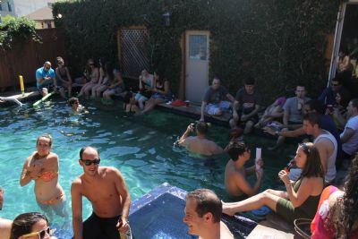 Moishe House's LA community boasts a pool that helps bring young Jews together. Photo courtesy Moishe House
