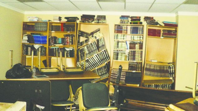 Bookcases collapsing in a chapel at the Young Israel of Oceanside. Photos by Barry Boshnack