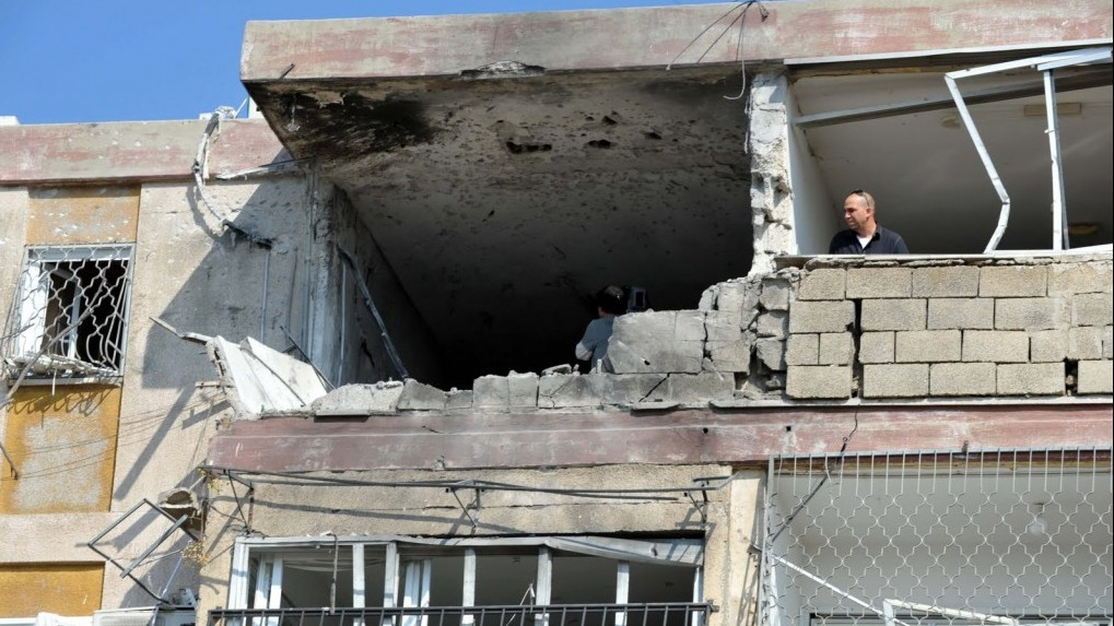 The four-story building that was struck Thursday, killing three Israelis, in Kiryat Malachi (photo credit: David Katz/The Israel Project)