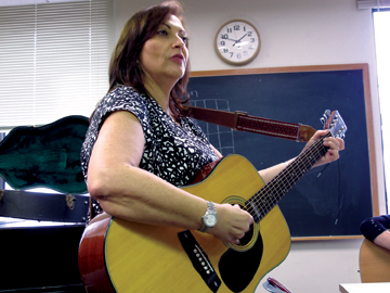 Cantor Ellen Arad leads a now-mandatory guitar class in the JTS cantorial program.