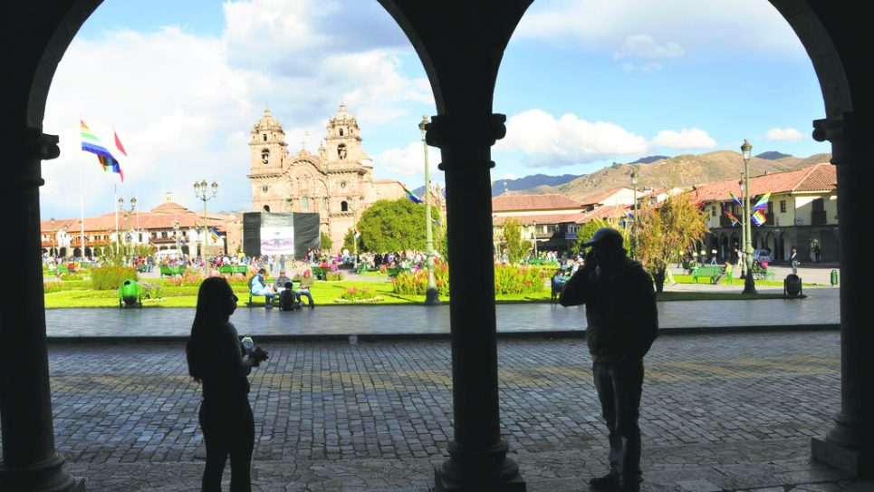 From the shadows at the edge of Cusco's central square, the peaks of the Andes are visible in the background. Photos/Elena Fihma
