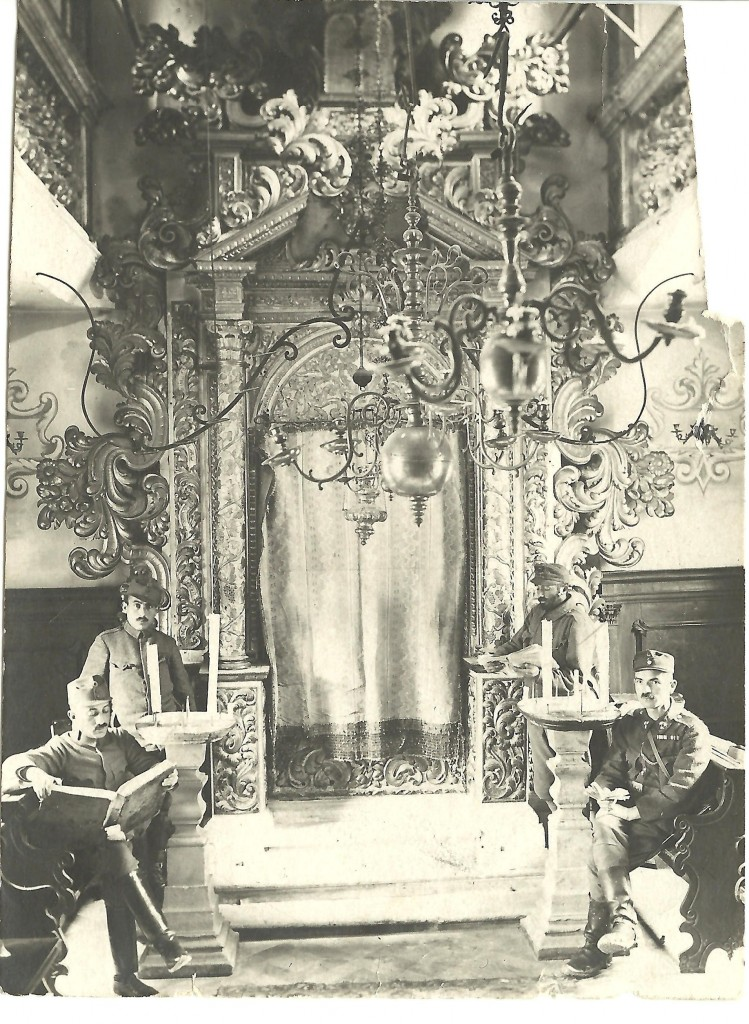 Jewish soldiers of the Austro-Hungarian army in the synagogue at Conegliano, 1918 (Courtesy of the U. Nahon Museum of Italian Jewish Art)