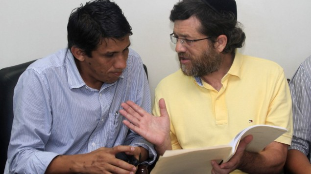 New York businessman Jacob Ostreicher, right, consults with attorney Abel Montano at a courthouse in Bolivia, where he's being held without charges. (AP)