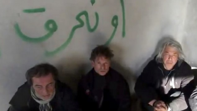 This image taken from undated amateur video posted on the Internet shows NBC chief foreign correspondent Richard Engel, center, with NBC Turkey reporter Aziz Akyavas, left, and NBC photographer John Kooistra, right, after they were taken hostage in Syria (photo credit: AP)