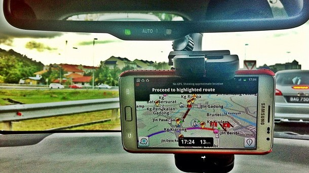 An Instagram color-corrected photo of a driver using Waze in the Philippines. (Raramaurina/Flickr)