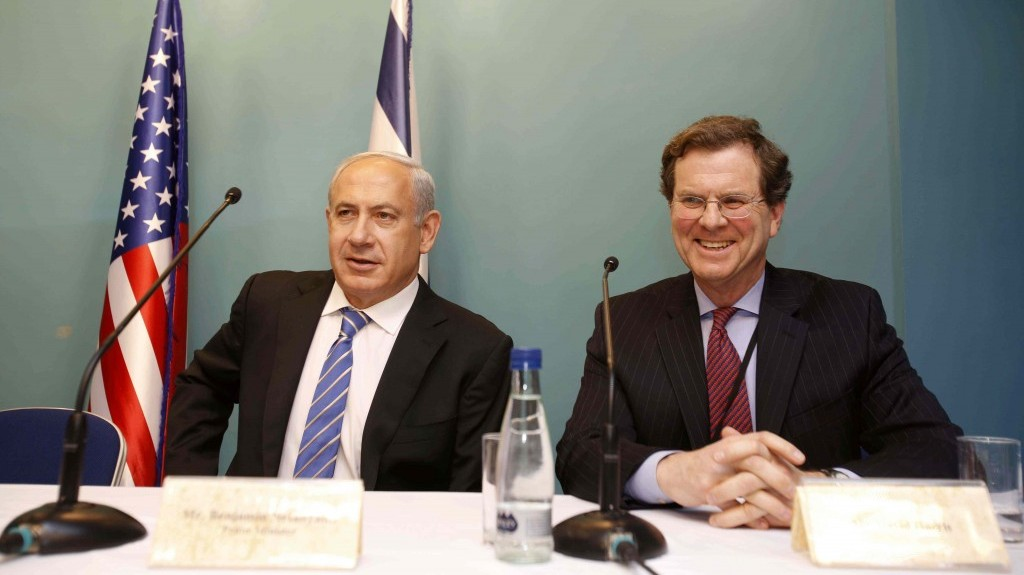 Prime Minister Benjamin Netanyahu and AJC Executive Director David Harris (right) during a January meeting in Jerusalem (photo credit: Olivier Fitoussi/AJC)