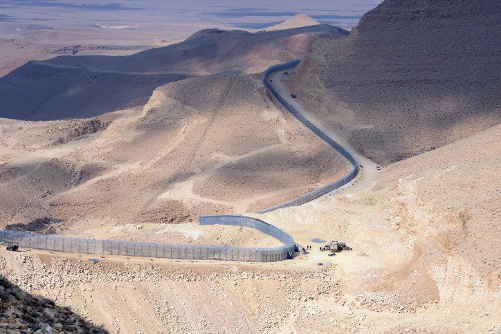 The newly erected border fence between Israel and Egypt is credited with dramatically reducing the number of African migrants who enter the country illegally from the Sinai Peninsula. January 02, 2012. (photo credit: Moshe Milner/GPO/Flash90)