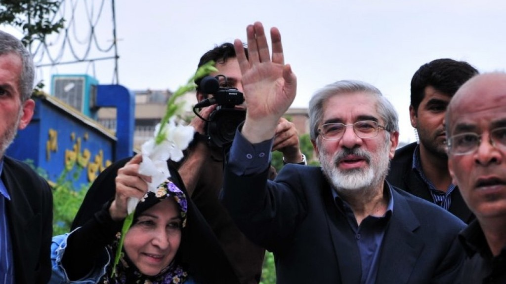 Detained, ailing Iran opposition leader ends hunger strike