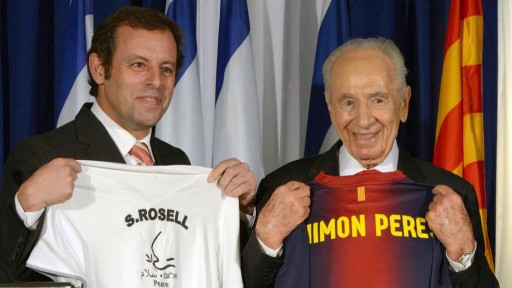 President Shimon Peres and FC Barcelona president Sandro Rosell at a press conference in Tel Aviv on February 21, 2013 (photo credit: Mark Neyman/GPO/Flash90)