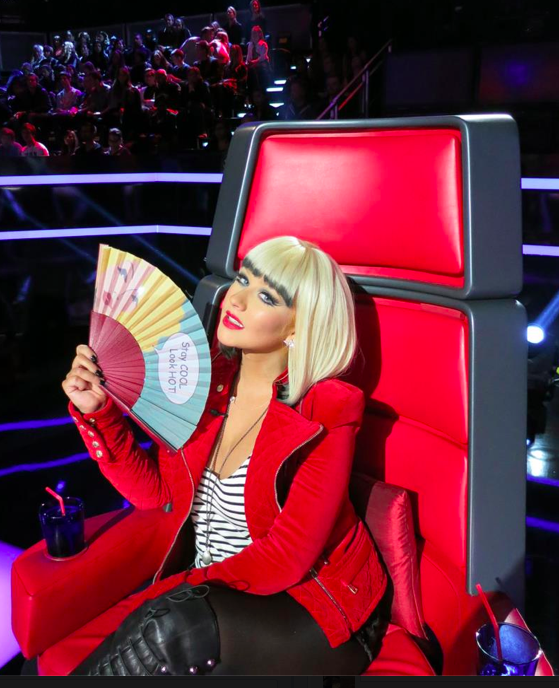 Christina Aguilera and her Israeli hand fan on 'The Voice' (Courtesy Christina Aguilera Facebook page)