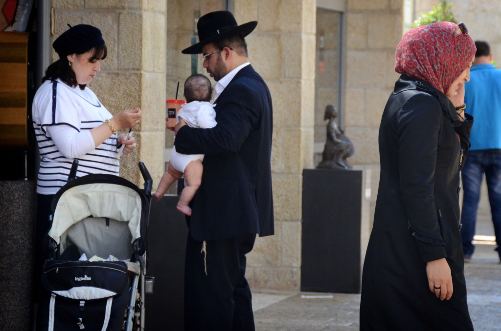 Shoppers, Jews and Palestinians, reported a 'high level' of security and tolerance: the Mamilla shopping plaza, 2012 (Photo credit: Danna Hymanson/FLASH90)