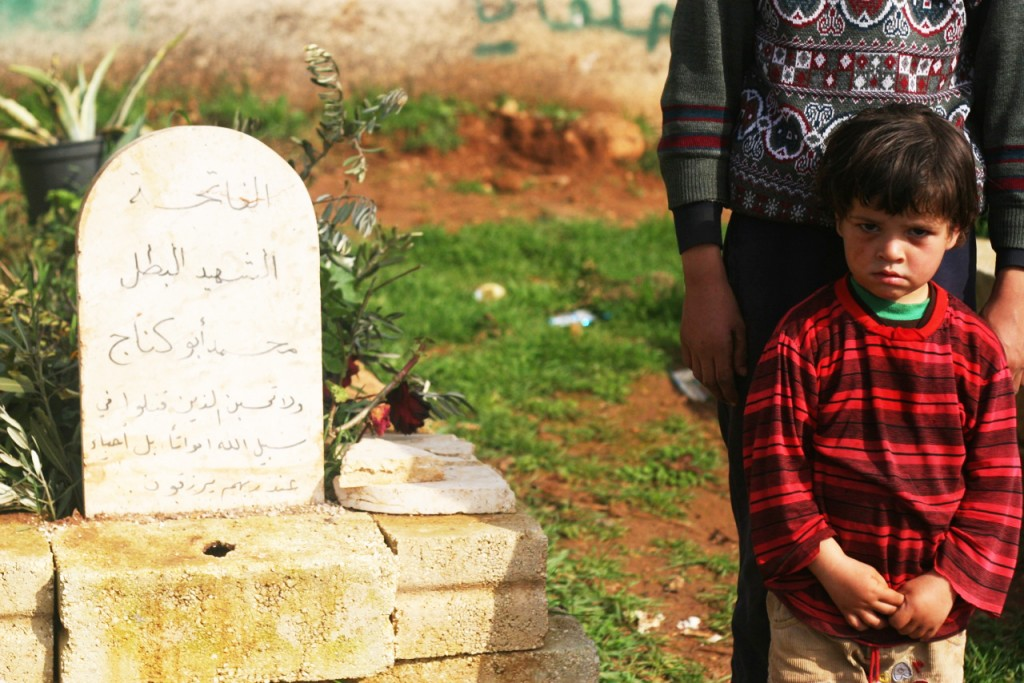 Beside the grave of a relative killed in the fighting (photo: Eliyahu Kamisher)