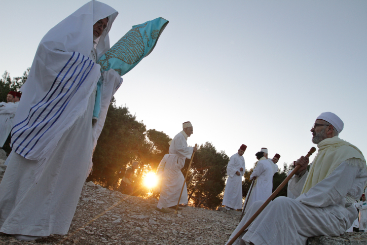 Samaritan people pray as they celebrate the Sukkot pilgrimage at dawn on Mount Gerizim on the outskirts of the City of Nablus, October 29, 2012 (photo credit: Dror Garti/Flash 90) 