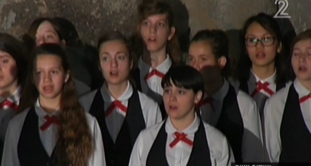 A children's choir sings at Yad Vashem as President Obama visits (photo credit: Channel 2 screenshot)