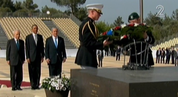 President Barack Obama, flanked by Prime Minister Netanyahu and President Shimon Peres, at the grave of THeodor Herzal on Mt. Herzl, March 22 (photo credit: Channel 2 screenshot)