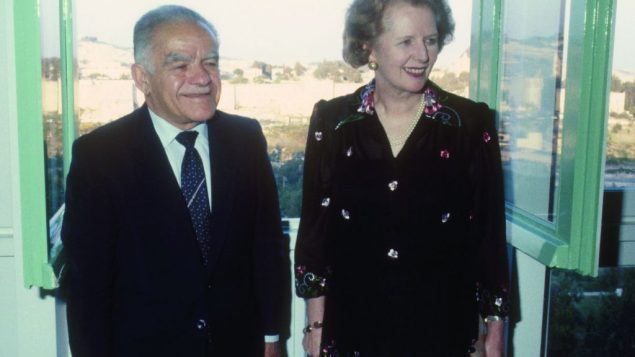 Margaret Thatcher developed close ties with several Israeli leaders. Here, she visits Prime Minister Yitzchak Shamir in 1986.