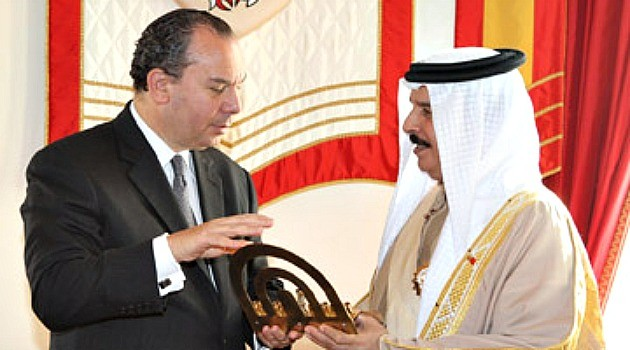 Rabbi Marc Schneier meets with King Hamad bin Isa Al Khalifa. Schneier became the first Rabbi to visit the Bahraini Crown Palace, December 2011- (photo Walter Ruby/Foundation for Ethnic Understanding)
