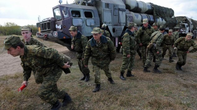 Russian troops train with S-300 missile battery, the type Bashar Assad claims he can now deploy. Getty Images