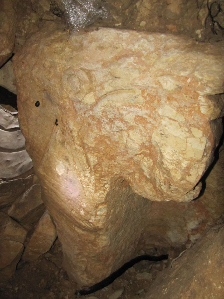 Another view of the recently discovered pillar (Courtesy of Binyamin Tropper/Kfar Etzion Field School)