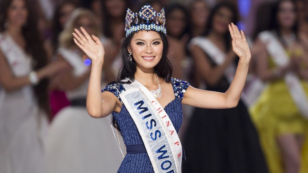 crowned Miss World Yu Wenxia of China after she won the Miss World