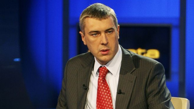 Former Education Minister Roman Giertych just before a TV electoral debate, Oct.15, 2007. (AP Photo/Czarek Sokolowski)