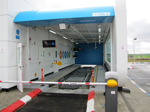 A Better Place charging station, one of 38 throughout the country (Courtesy Wiki Commons)