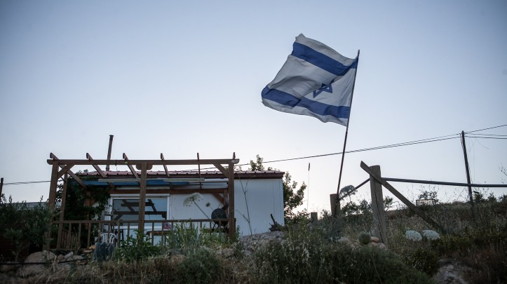 A mobile home in the outpost of Amona (Photo credit: Noam Moskowitz/ Flash 90)