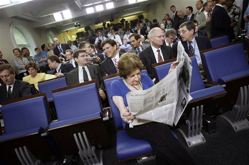Helen Thomas (photo credit: AP Photo/Ron Edmonds)