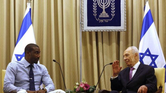 Knicks' Amar'e Stoudemire meets with Israeli president Shimon Peres in Jerusalem. Gali Tibbon/AFP/Getty Images
