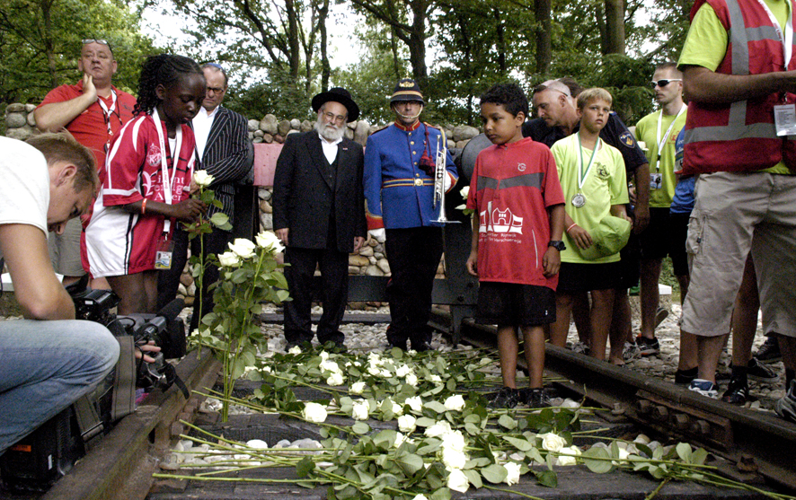 Cheider spokesman Rabbi Binyomin Jacobs with non-Jewish Dutch students at the site of the Westerbork concentration camp, July 2013. (Courtesy of the office of Rabbi Binyomin Jacobs and Ome Joop's Tour/JTA)